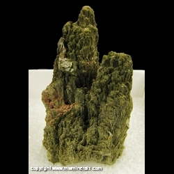 Minerals Specimen: Epidote Crystals from Calaveras County, California