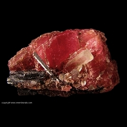 Minerals Specimen: Rhodochrosite, Hubnerite and Quartz from Pasto Bueno District, Pallasca Province, Ancash Department, Peru